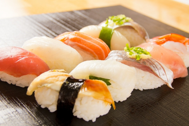 握壽司(握り寿司;nigiri zushi)
