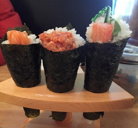 手卷壽司(手巻き寿司;temaki zushi)